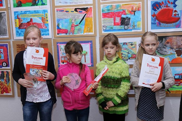 Детские рисунки из шести стран собрали на выставке под Брестом